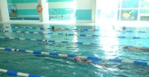 Lekcja grupowa pływania